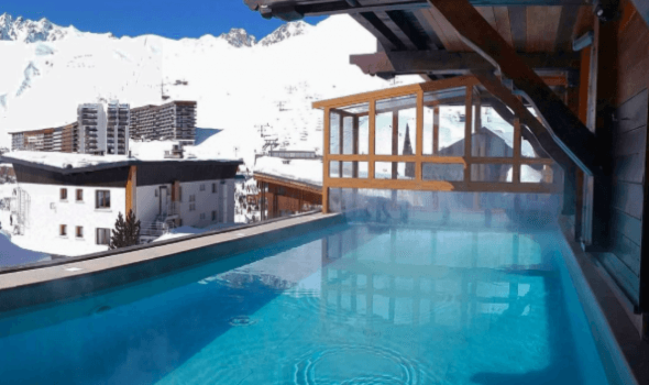 hotel swimming pool tignes les campanules hotel with swimming pool in savoie. Black Bedroom Furniture Sets. Home Design Ideas